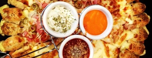 Pizza Hut is one of Lugares pra comer no Portão / Água Verde.