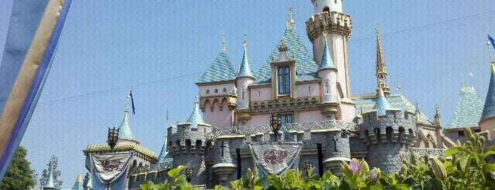 Disneyland Park is one of Olly Checks In Los Angeles.