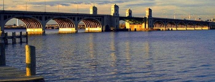 Vietnam Veterans Memorial Bridge is one of Faves.