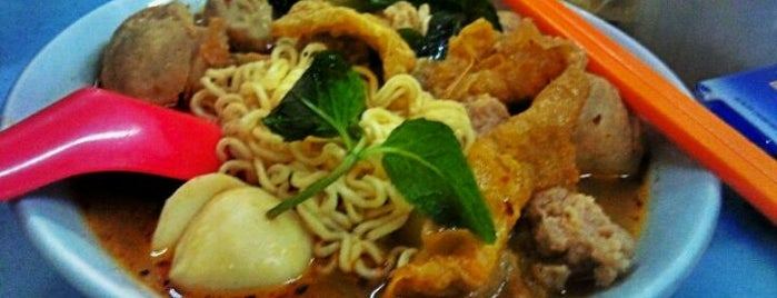 Raja Uda Famous Kwang Hwa Tom Yam Noodle is one of Penang Foods.
