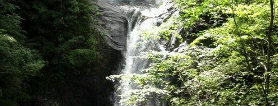 七ッ釜五段の滝 is one of 日本の滝百選.