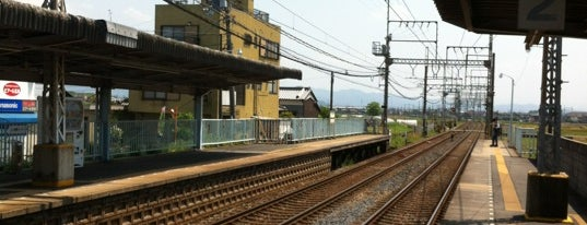 Iwami Station is one of 近鉄橿原線.