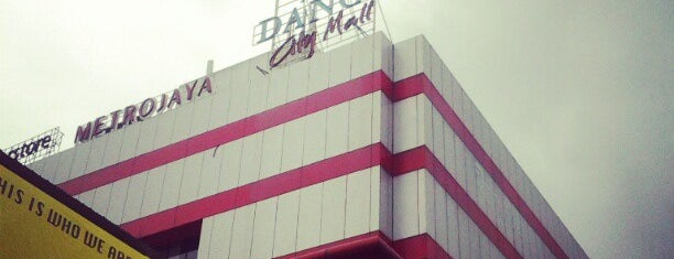 Danga City Mall is one of Shopping Paradise.