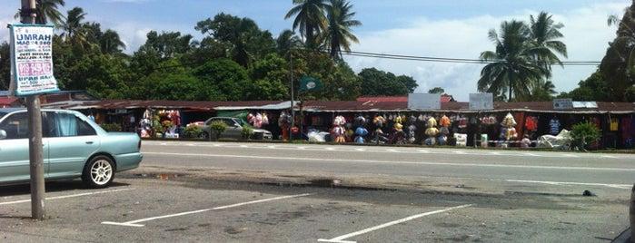 Gerai Jualan Bukit Bunga is one of @Jeli, Kelantan.
