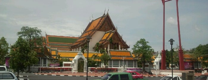Wat Suthat Thepwararam is one of Live.