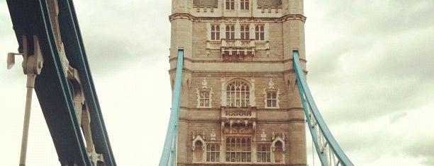 Tower Bridge is one of Summer in London/été à Londres.