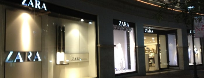 Zara is one of Lugares favoitos.