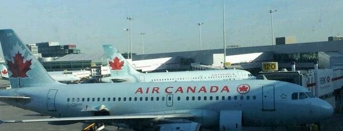 Toronto Pearson Uluslararası Havalimanı (YYZ) is one of Toronto City Guide #4sqCities.