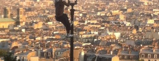 Montmartre is one of Paris.