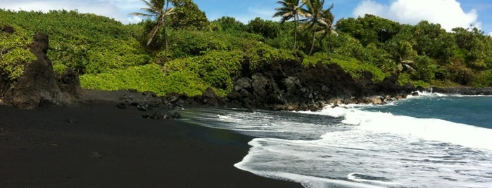 Black Sand Beach is one of chawaii.