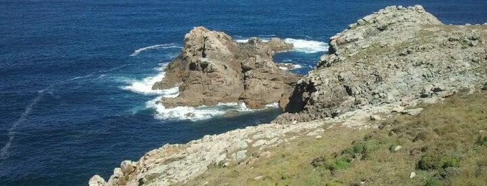 Faro de Touriñán is one of Faros.