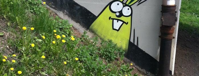 króliki pod kładką - Parkowa is one of Street Art w Krakowie: Graffiti, Murale, KResKi.
