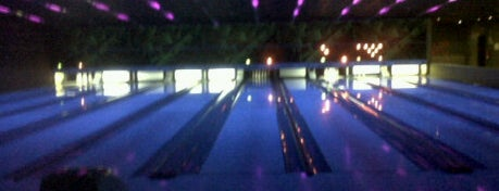 Bowling House is one of Bons locais.