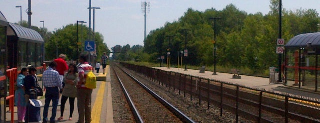 Guildwood GO Station is one of Places.