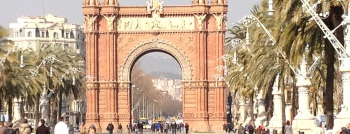 Triumphal Arch is one of My Favorites in Spain.