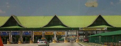 Plaza Tol Sungai Rasau is one of Highway & Common Road.