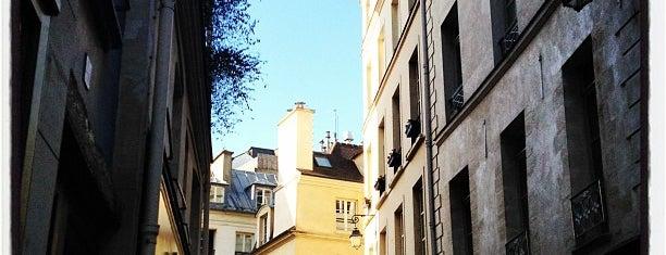Rue de Buci is one of 100 choses à faire à Paris.