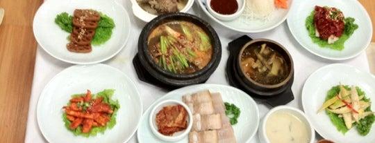 백번집 is one of 한국인이 사랑하는 오래된 한식당 100선.