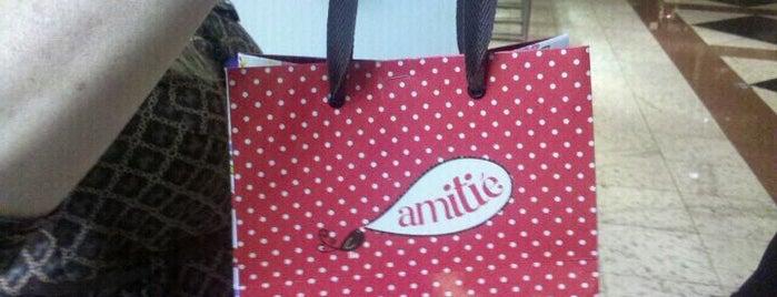 Amitié is one of Bairro Moinhos de Vento.