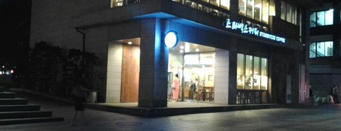 Starbucks is one of Starbucks in Korean (한글) sign board.