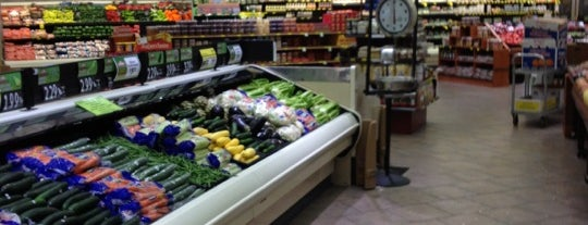 Acme Fresh Market is one of Food.