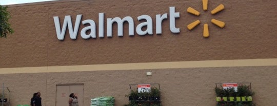 Walmart Supercenter is one of Nash Life.
