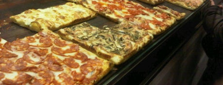 Pizza Roma is one of Restaurantes donde comer en Barcelona.