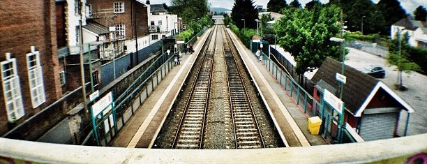 Cathays Railway Station (CYS) is one of Rail stations.