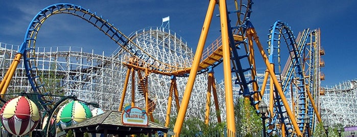 Six Flags Magic Mountain is one of Must See Places In LA.
