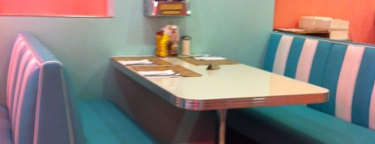 Peggy Sue's is one of A comer y a beber.