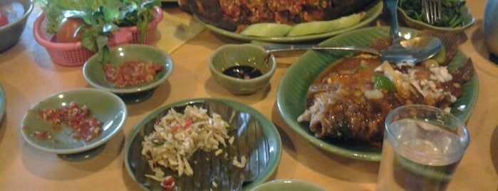 Ikan Bakar Cianjur is one of The 15 Best Places for a Vegetarian Food in Jakarta.