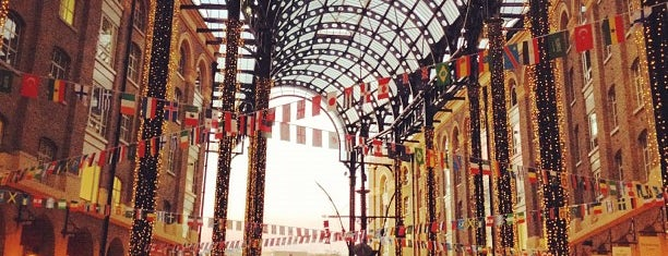 Hay's Galleria is one of Around The World: London.