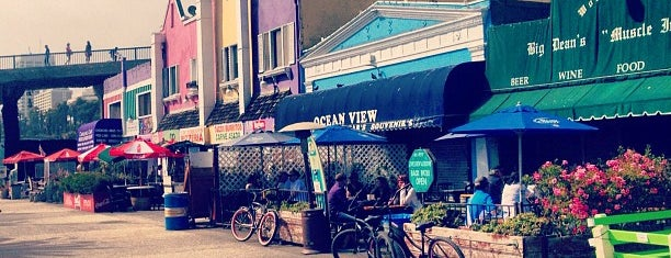 Big Dean's Ocean Front Cafe is one of Los Angeles.