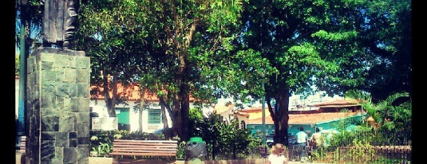 Plaza Bolívar is one of Plazas, Parques, Zoologicos Y Algo Mas.