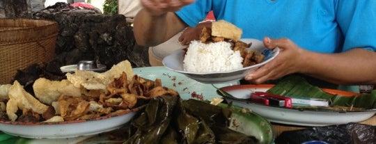 Lawar Sapi Odah Jaran is one of Best Streetfood in Bali.
