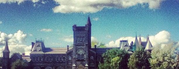 Toronto Üniversitesi is one of Toronto.