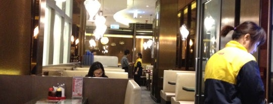 Tsui Wah Restaurant 翠華餐廳 is one of Hong Kong Chinese Yum Yums.