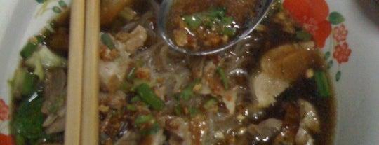 ก๋วยเตี๋ยวเป็ดหลังวัดโพธิ์ is one of ของกินริมถนน อ.เมือง โคราช - Korat Hawker Food.