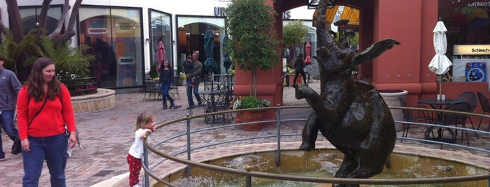 Town Center Corte Madera is one of Fun.
