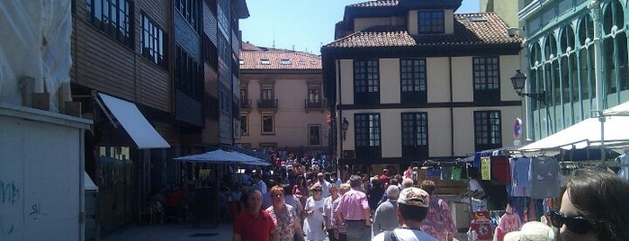 Plaza del Fontán is one of Comer, beber y salir en Oviedo.