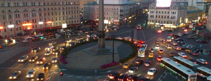 Vosstaniya Square is one of Места.