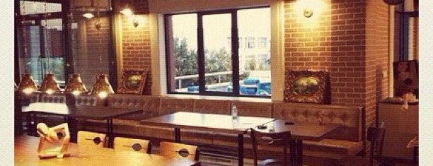 Halux Cafe is one of EN FAVORİ MEKANLAR!!!!!!!!!.