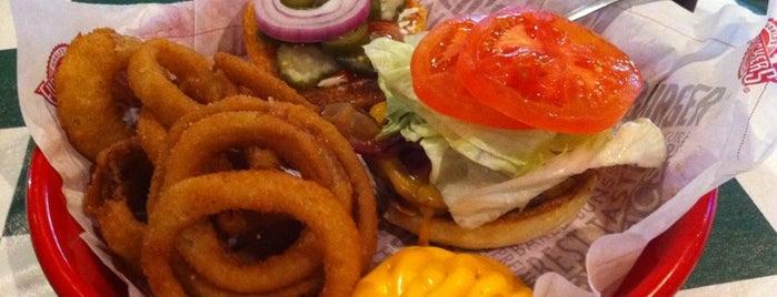 Fuddruckers is one of Restaurants at Bay Street.