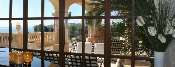 The St. Regis Mardavall Mallorca Resort is one of hoteles.
