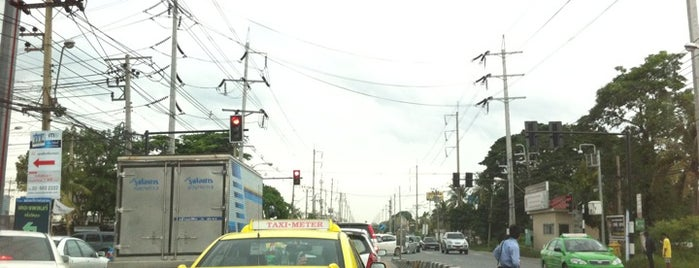 Mueang Thong-Tivanon Junction is one of ถนน.