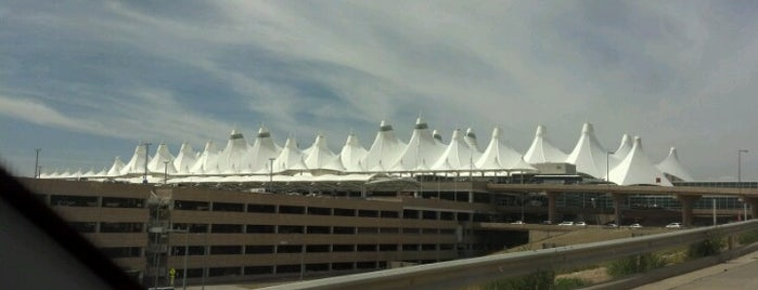 Aeroporto Internacional de Denver (DEN) is one of Free WiFi Airports.
