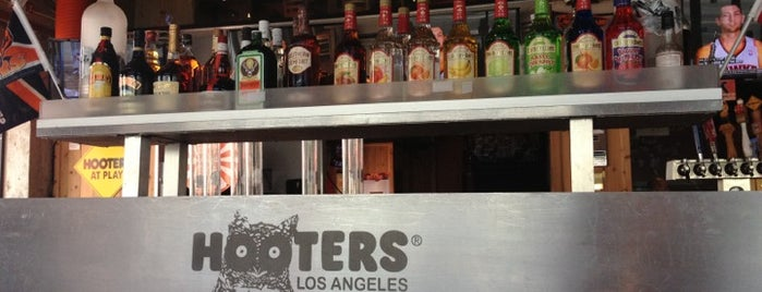 Hooters of Downtown LA is one of Californie.