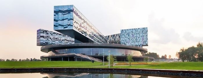 Skolkovo Business School is one of Места.