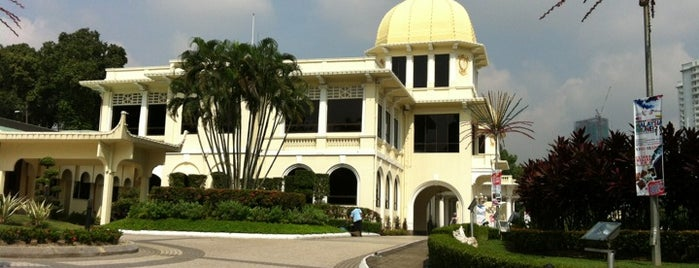 Muzium DiRaja (Royal Museum) is one of All-time favorites in Malaysia.
