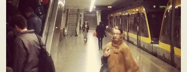 Metro São Bento [D] is one of Sítios que valem a pena ir no Grande Porto.